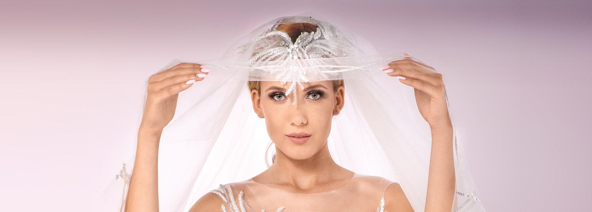 Welon ślubny z ozdobą ze srebrnych cekinów