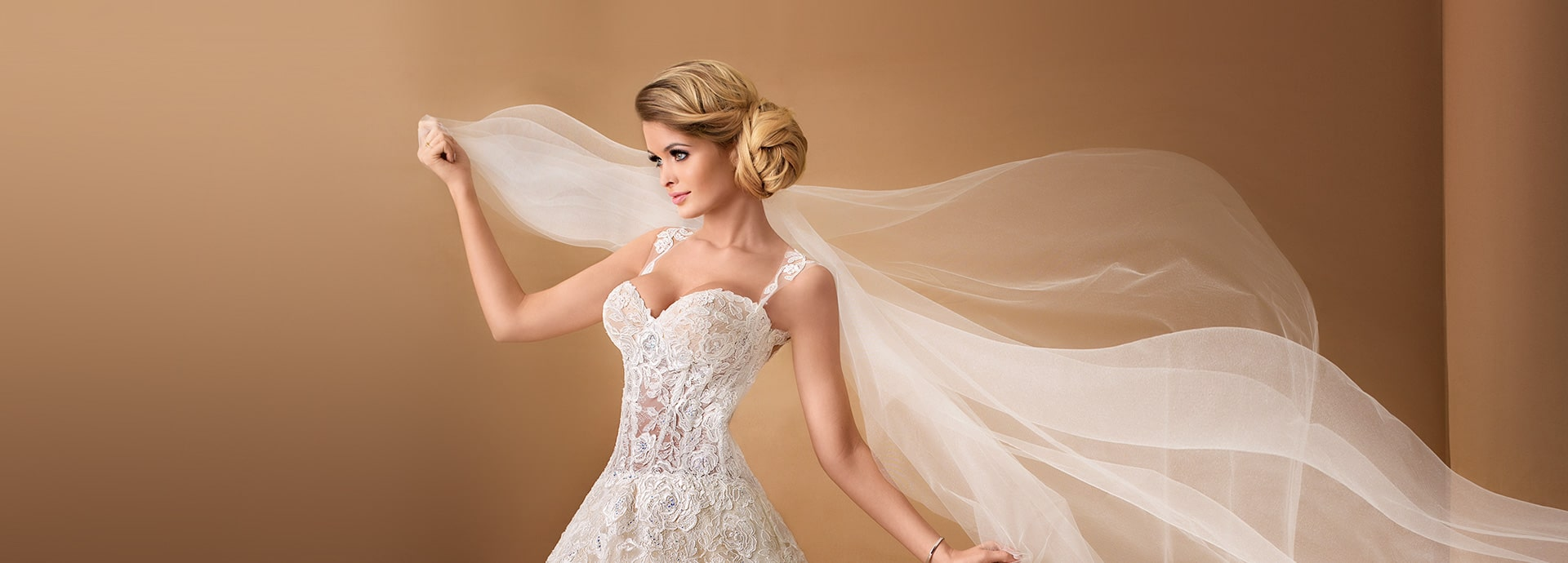 Koronkowa suknia ślubna z ramiączkami